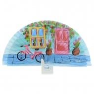 Porta design blu, finestra e bicicletta